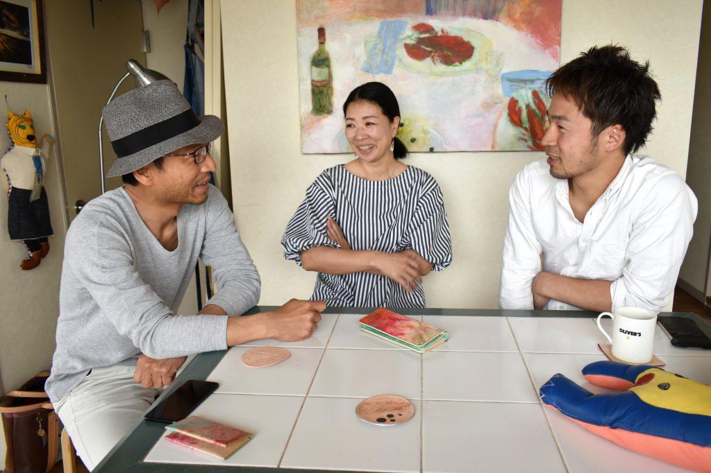 左から秋濱さん、いずみさん、藤咲さん