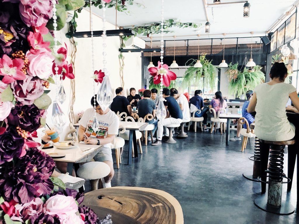 「チェンマイの代官山」と言われるニマンヘミン地区にあるWaan Cafe。森がテーマのかわいすぎる内装に悶絶!