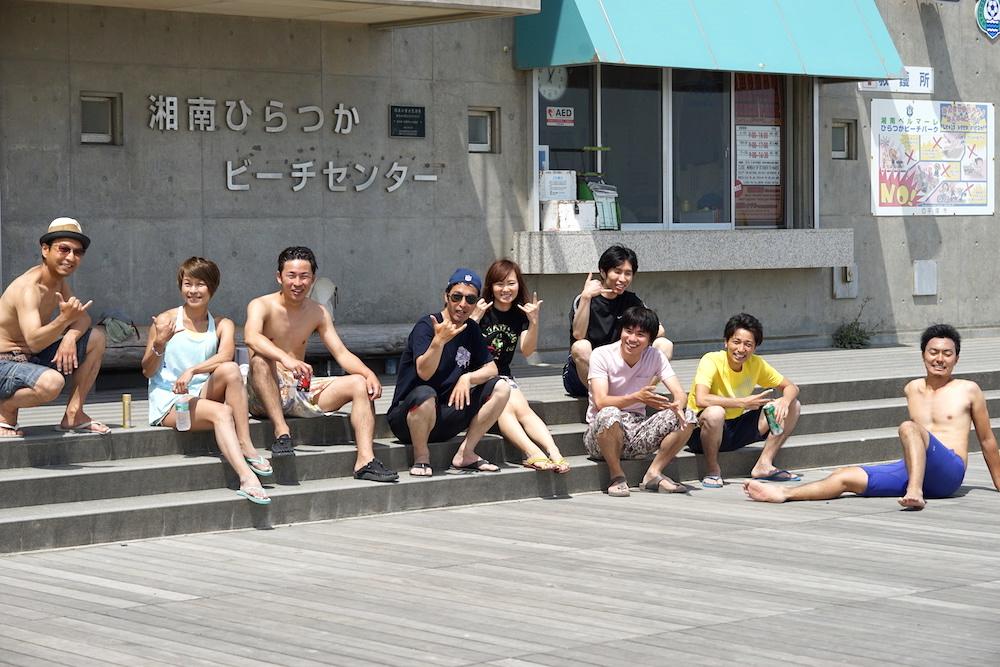 取材後、近所に住む藤沢さんの友人も一緒にみんなでビーチバレー! すっかり仲良しに(笑)