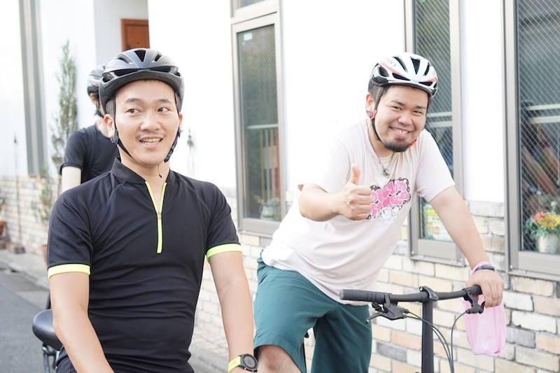 自転車創業 代表の中島さんと僕(ヘルメットのサイズ感ww) ©︎imao