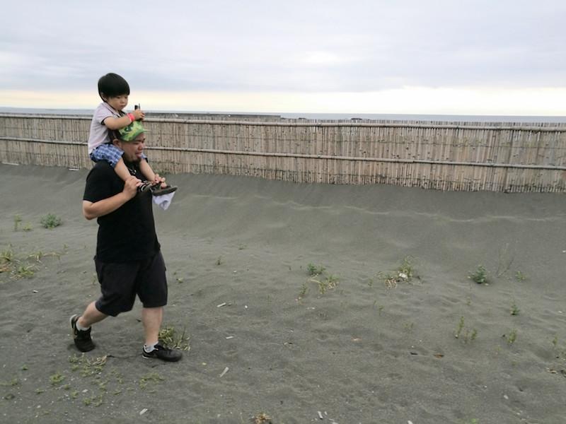 息子(14kg)を肩車して歩きました!