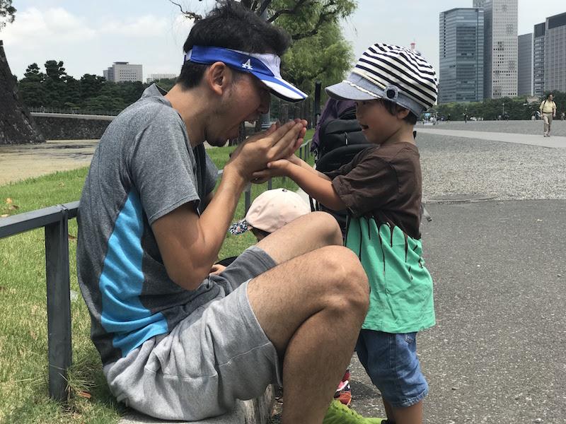 SoloProの松田編集長と健康について語り合う息子