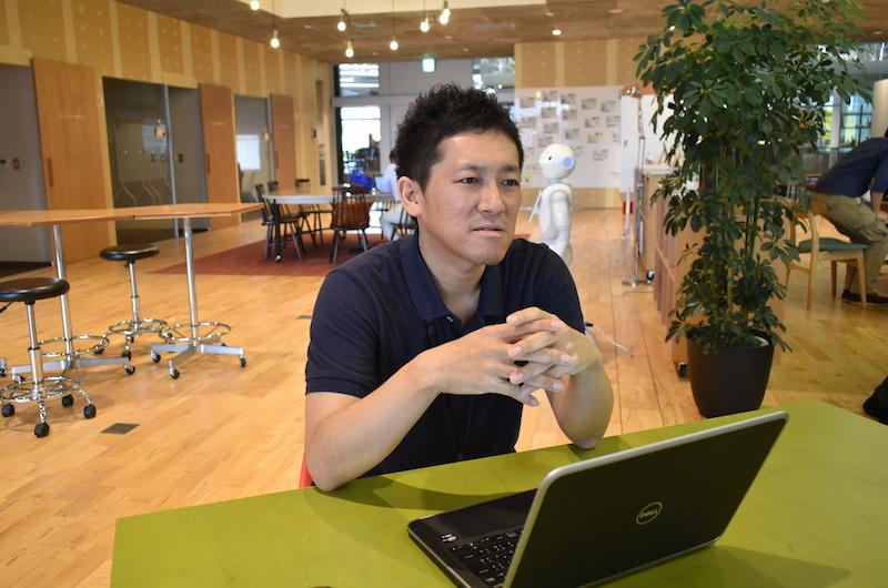 橋本さんが使用されている千葉県・柏市のコワーキングスペース「KOIL」にて取材。広々として居心地が良さそう